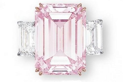 เครื่องเพชร แพง, แหวนเพชร The Perfect Pink