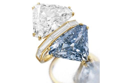 เครื่องเพชร, แหวนเพชร Bulgari Two-Stone Diamond Ring
