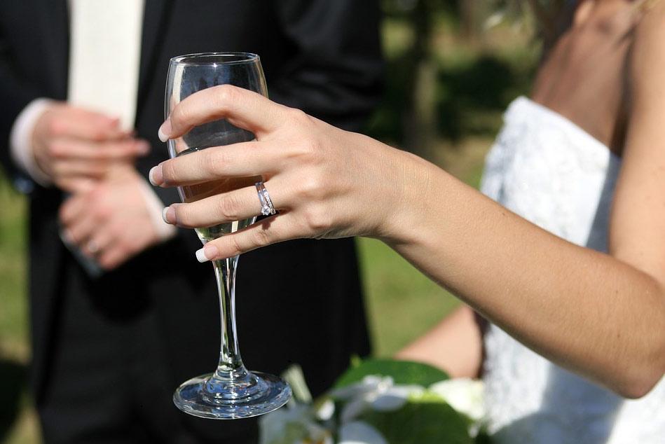 ใส่แหวนเสริมดวงความรัก