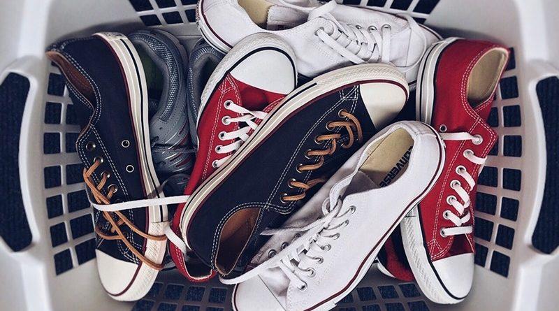 10 วิธีดับกลิ่นรองเท้าเหม็น