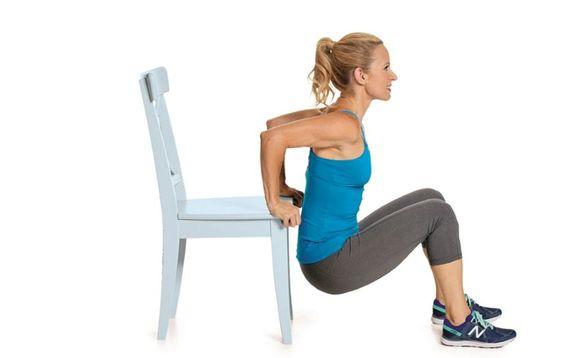 วันที่ 1 เสริมกล้ามเนื้อท้องและแขนให้กระชับ - ท่า Chair Dip