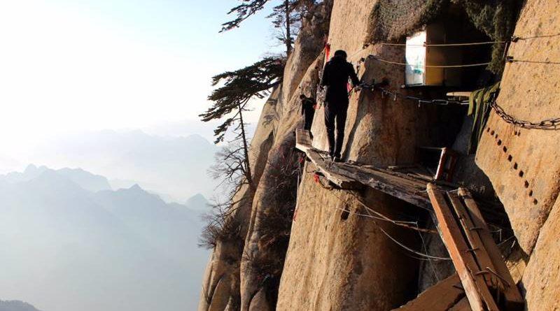 """15 เส้นทางปีนเขามรณะ """"อันตรายตายเป็นตาย"""" ที่สุดในโลก"""