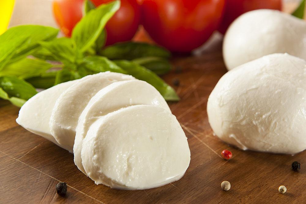 มอสซาเรลลา (Mozzarella cheese)