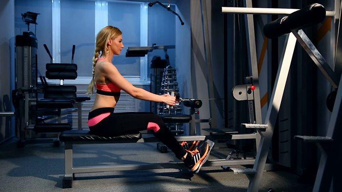 ออกกำลังกายด้วยอุปกรณ์ออกกำลังกายเพื่อลดน้ำหนัก
