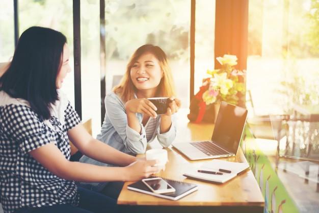 เส้นทางสู่ความป็อป! วิธีง่าย ๆ ในการกลายร่างให้เป็นที่รักในหมู่เพื่อนร่วมงาน!